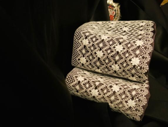 Puñetas para toga de encaje de bolillos, hechas a mano a medida por encargo